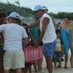 Leonardo y Rubén a liberar tortuguitas marinas. Centro de Rescate de Tortugas Marinas,Cayo Largo.©Octavio Avila López