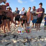 Liberación de tortuguitas marinas. Centro de Rescate de Tortugas Marinas,Cayo Largo.©Octavio Avila López
